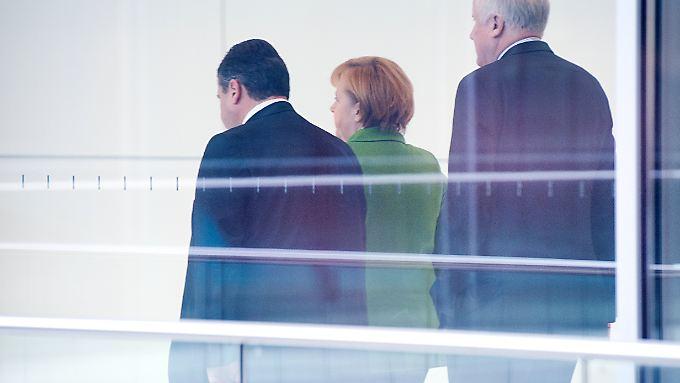 Merkel, Gabriel und Seehofer sind in der Flüchtlingspolitik uneinig. Bringt ein Treffen der Kontrahenten die Wende?