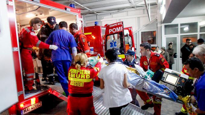 Tragödie bei Rockkonzert: 27 Menschen sterben bei Nachtklub-Brand in Bukarest