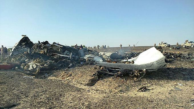 Der Absturz des Urlaubsfliegers über dem Sinai gibt Rätsel auf. Nach offiziellen Angaben stürzte die Maschine mit 224 Menschen an Bord wegen eines technischen Defekts ab.