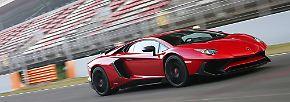 Keinen Hehl aus seiner Klasse macht der Lamborghini Aventador SV. Eigentlich war der Testlauf auf dem Nürburgring für den Reifenhersteller Pirelli geplant. Nachdem Marco Mapelli allerdings bereits nach 6:59 die Ziellinie überquerte, war auch Lamborghini gewillt diese Wahnsinnszeit bekanntzugeben.