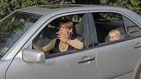 n-tv Ratgeber: Passivrauchen: Rauchverbot im Auto im Beisein von Kindern