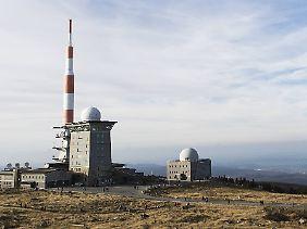 Auf dem Brocken im Harz werden Windgeschwindigkeiten von bis zu 160 km/h erwartet.