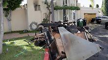 Auch wenn man es auf diesem Foto nicht erkennt, das Haus ist völlig ausgebrannt.