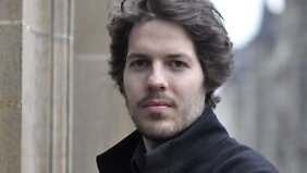 Philip Kovce studierte Wirtschaftswissenschaften und Philosophie. Er forscht am Basler Philosophicum und ist Mitglied des Think Tank 30 des Club of Rome.
