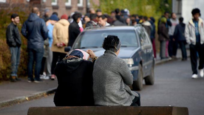 Momentan warten viele Asylbewerber schon Wochen oder Monate, bis sie ihren Antrag überhaupt stellen können.
