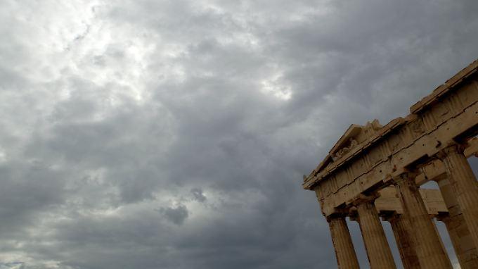 Dunkle Wolken über Athen: Laut IWF braucht das Schulden-Land weitere Erleichterungen.