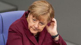 """""""Herz, aber keinen Plan"""": Altkanzler Schröder lobt und tadelt Merkels Flüchtlingskurs"""