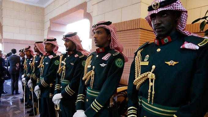 Palastwachen des saudischen Königs Salman: Die Golfstaaten könnten den Ölmarkt dominieren wie lange nicht mehr, warnt die IEA.
