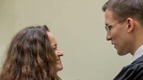 Anwälte fühlen sich übergangen: Beate Zschäpe will geheimes Wissen vor Gericht teilen