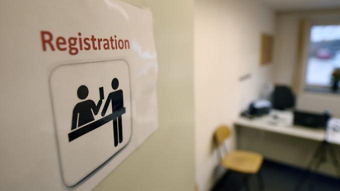 Flüchtlinge müssen sich in einer Erstaufnahmestelle registrieren lassen.
