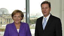 Ein Jahr später machte das Paar seine Beziehung öffentlich - anlässlich von Angela Merkels 50. Geburtstag.