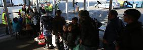 Kritik für Schäubles Vergleich: Bericht: Bundesregierung kennt Flüchtlingszahlen nicht