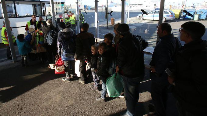 Steigende Kosten für Deutschland: Schäuble vergleicht Flüchtlingskrise mit Lawine