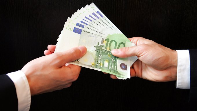 Für deutsche Großkonzerne ist Bestechung im Ausland weiter ein probates Mittel, sagt ein Experte.
