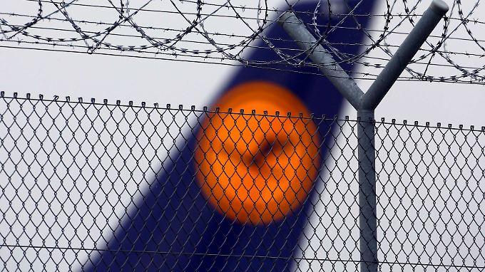 Im Handel notierte die Lufthansa-Aktie rund 6 Prozent niedriger.