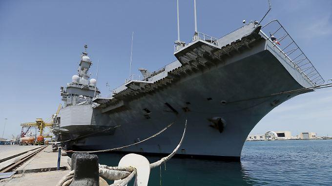 """Frankreichs ganzer Stolz: Die """"Charles de Gaulle"""" ist das größte und teuerste Schiff der französischen Marine."""