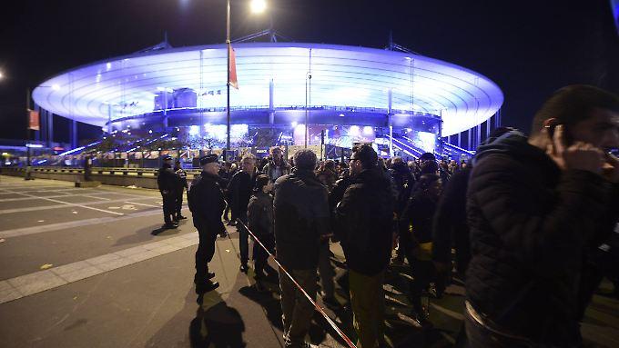 Das Fußballstadion Stade de France am Tag der Anschläge. Hier soll auch das Finale der Europameisterschaft 2016 ausgetragen werden.