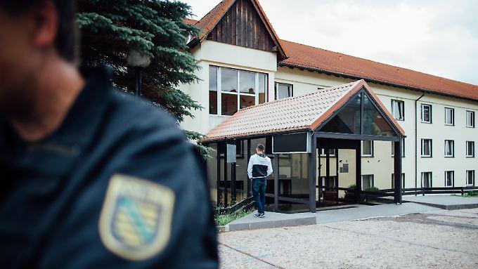 Flüchtlingsheim in Freital: Hier stehen die Flüchtlinge bereits unter besonderem Schutz.