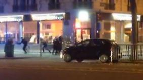 Ermittler suchen Hintermänner: Sicherheitspersonal stoppt Attentäter vor Stadion