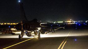 """Frankreich bombardiert Rakka: Was meint Merkel mit """"jedwede Unterstützung""""?"""