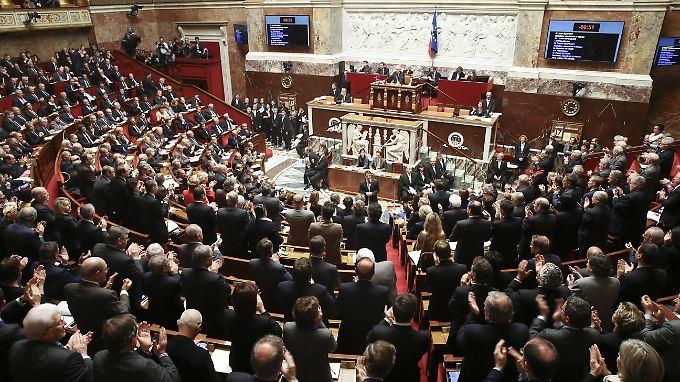 Die französische Nationalversammlung hat für eine Verlängerung des Ausnahmezustands gestimmt.