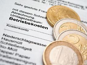 Gibt es bei der Betriebskostenabrechnung Geld zurück, landet das Guthaben oft nicht automatisch auf dem Konto.