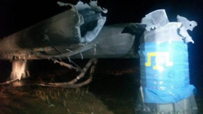 Dieses Foto eines offensichtlich gefällten Strommastes verbreitete die ukrainische Energiebehörde via Facebook.