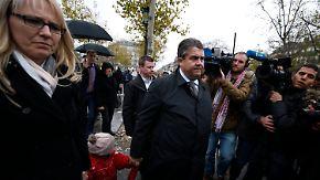 Geste der Solidarität: Vizekanzler Gabriel trifft Hollande