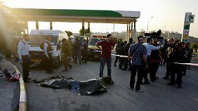 Der palästinensische Angreifer an der Tankstelle entlang der Transitstrecke 443 wurde ebenfalls erschossen.