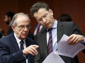 Jeroen Dijsselbloem berät mit dem italienischen Finanzminister Pier Carlo Padoan.