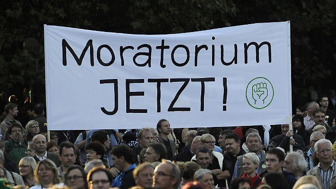 """Er könne nicht garantieren, dass Stuttgart 21 in acht Monaten noch verhindert werden kann, sagt Winfried Kretschmann. """"Wir wissen nur: Jetzt ist es möglich, deswegen kämpfen wir jetzt dafür, dass ein Moratorium gemacht wird""""."""
