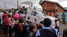 Franziskus bei seinem Besuch in Nairobi. Auch eine Messer vor Jugendlichen steht auf dem Programm.