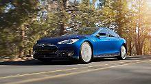 Der Tesla ist zwar immer noch schnell, muss aber seine Leistung nach unten korrigieren.