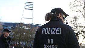 Die Bremer Polizei fordert mehrere hunderttausend Euro von der DFL.