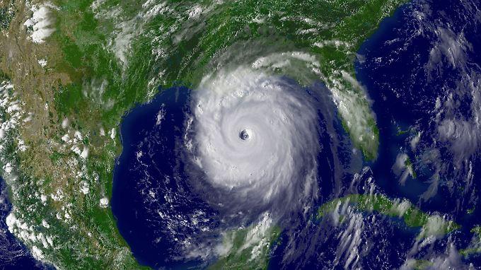 """Erwartbare Folgen des Klimawandels: Mehr extreme Wetterereignisse wie etwa Hurrikan """"Katrina"""" (Satellitenbild aus dem August 2005)."""