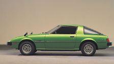 Platz 2: Mazda RX-7 von 1978. Mit fast einer halben Million verkaufter Fahrzeuge ist dieser aufregend geformte Klappscheinwerferkeil das bisher erfolgreichste Wankelfahrzeug überhaupt. Während Mitte der 1970er Jahre alle anderen Hersteller vor den Herausforderungen der Kreiskolbentechnik kapitulierten, ...