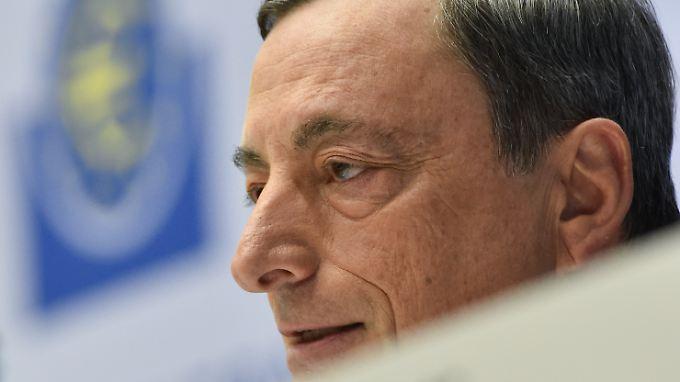 Die Nullzinspolitik von EZB-Chef Mario Draghi stiehlt Millionen Menschen die Altersvorsorge.
