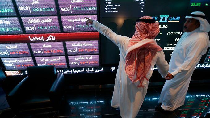 Investoren an der saudi-arabischen Börse in Riad (Tadawul).