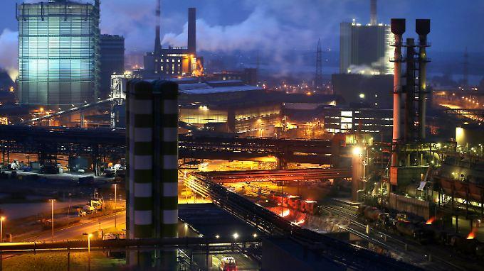 Das Duisburger Stahlwerk des Industriekonzerns ThyssenKrupp.