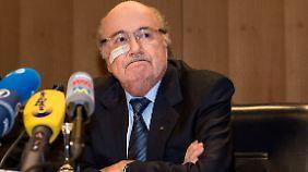 Fifa-Präsident will sich wehren: Ethikkommission sperrt Blatter und Platini für acht Jahre
