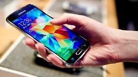 """Testsieger hat """"kaum Schwächen"""": Warentest vergleicht mehr als 100 Smartphones"""