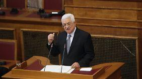 Der Palästinenserpräsident Mahmud Abbas hält vor dem griechischen Parlament eine Rede.