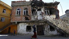 Durch die Kämpfe wurden viele Gebäude beschädigt, wie hier Anfang Dezember in Silvan in der Provinz Diyarbakir.
