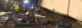 Vier Tote, ein Schwerverletzter: Sattelzug zerquetscht BMW auf B1 nahe Berlin