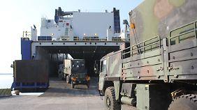"""Ende des """"Patriot""""-Einsatzes: Die Bundeswehr zieht ihr Material aus der Türkei ab. Fahrzeuge werden auf ein Schiff verladen."""