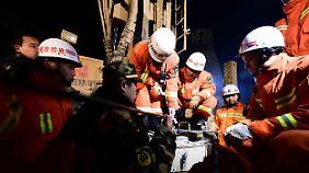 Hier versuchten die Rettungskräfte im vergangenen Monat, Kontakt zu den Verschütteten herzustellen.