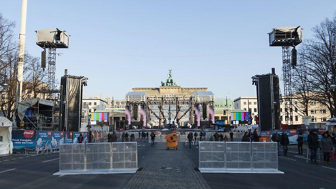 Die Silvester-Vorbereitungen am Brandenburger Tor laufen auf Hochtouren.