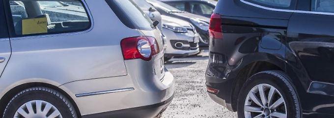 Vorsicht beim Rückwartsfahren: Selbst der schnelle Tritt auf die Bremse genügt nicht, um bei einem Unfall jede Schuld von sich zu weisen. Foto: obs/HUK-COBURG