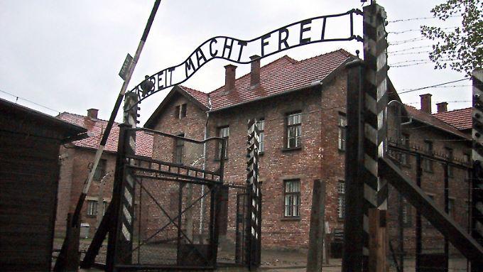 Im Konzentrationslager Auschwitz fanden tausende Menschen den Tod. Täter und Mitwisser werden noch immer gesucht und zur Rechenschaft gezogen.