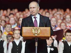 Wladimir Putin (Archivbild) zieht den Bogen zum 70. Jahrestag des Endes des Zweiten Weltkrieges.